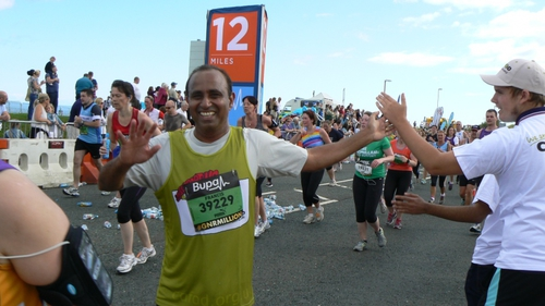 CAFOD runner from GNR 2014 is cheered on by CAFOD supporters